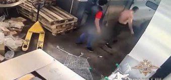 """Охранники супермаркета """"Пятерочка"""" избили посетителя и украли у него деньги"""