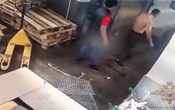 Охранники супермаркета «Пятерочка» избили посетителя и украли у него деньги