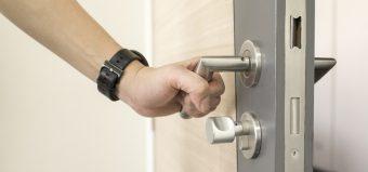 Кого выбрать для охраны квартиры: ЧОП или вневедомственную охрану