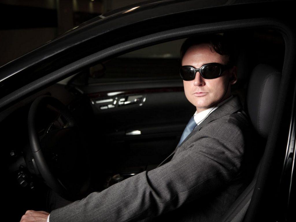 Как нанять личного охранника-водителя
